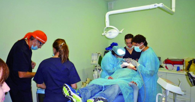 Curso de postgrado en cirugia bucal, implantologia y periodoncia