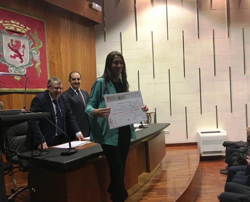 Dra Alejandra del Canto - Master en Cirugia Bucal Implantologia y Periodoncia - Leon 2017