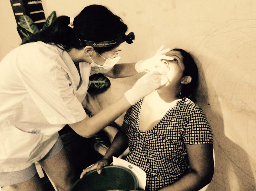 dra-alejandra-del-canto-dentista-de-las-rozas-y-torrelodones-en-colaboracion-con-la-ong-dentistas-sin-limites-nicaragua-2015