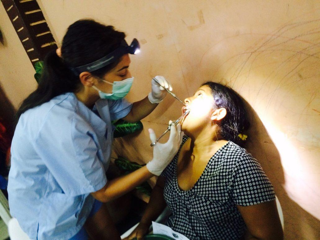 dra-alejandra-del-canto-dentista-de-las-rozas-y-torrelodones-momentos-en-colaboracion-con-la-ong-dentistas-sin-limites-nicaragua-2015-jpg