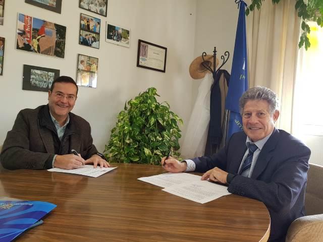 Firma Clinica del Canto con Fundación Cedel